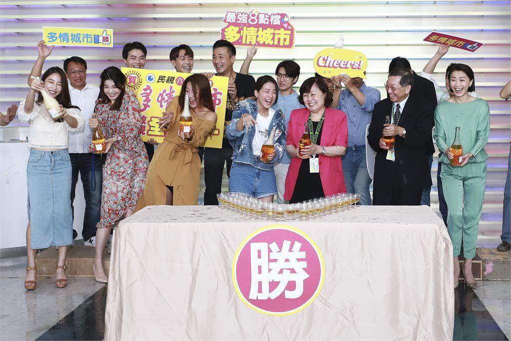 圖多/《多情城市》收視穩坐全國冠軍 演員群開香檳 吃buffet 慶功