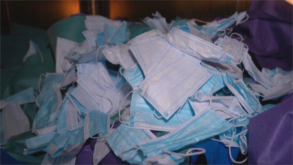廢棄口罩成垃圾汙染 英國業者回收成塑膠磚 製成椅子等產品