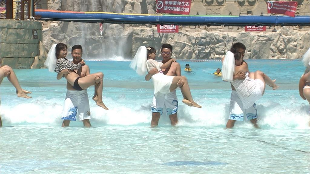 馬拉灣打造「海島風聯合婚禮」10對新人放閃互許終生