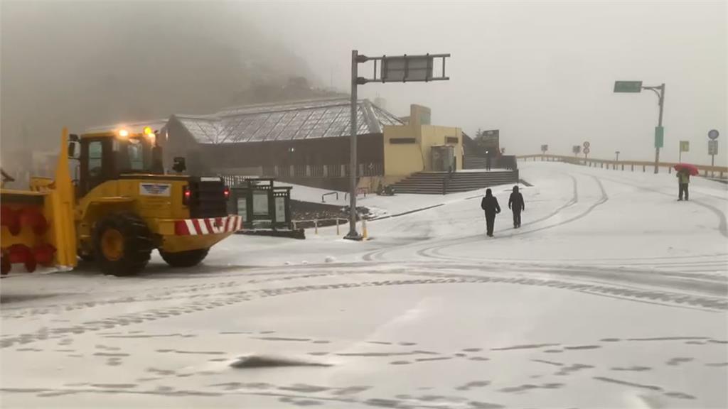 上山追雪!最凍寒流發威 合歡山、雪霸都降雪