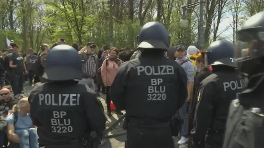 德國國會通過更嚴格防疫法案 大批民眾示威反對