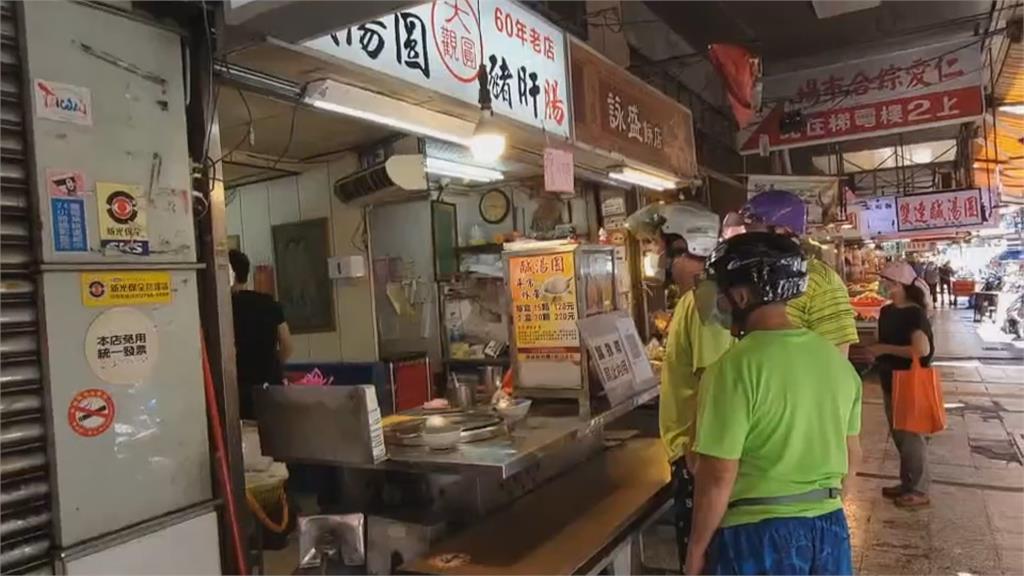 基隆廟口開放內用 民眾外帶「在家裡吃比較實在啦!」