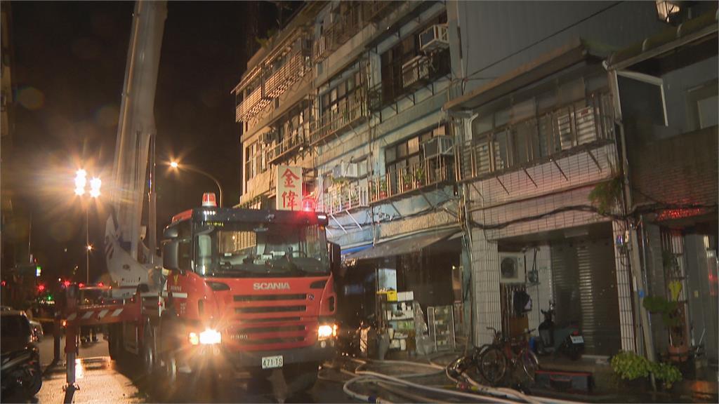 筆電用到一半突然爆炸 北市大同區民宅陷火海