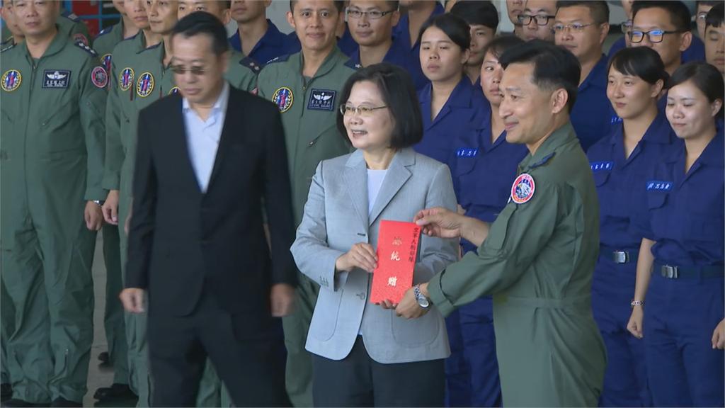 快新聞/視察澎湖天駒部隊 蔡英文:對空軍有信心