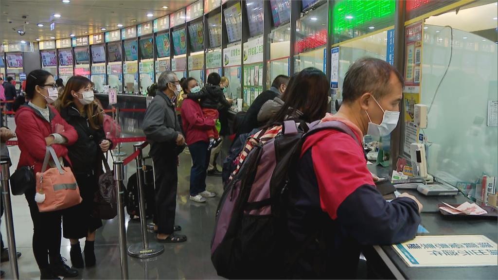 快新聞/台鐵往宜花東路線中斷 旅客湧台北轉運站「回宜蘭要等2小時」