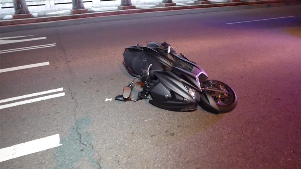 台中大坑機車彎道自摔 騎士撞轎車無生命跡象