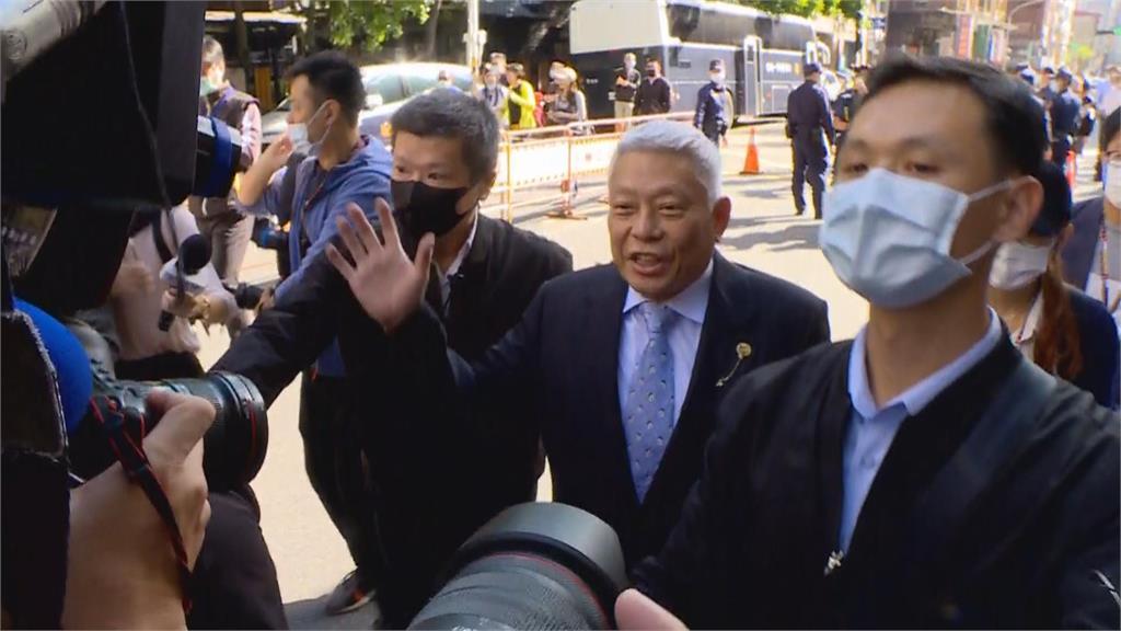 快新聞/蔡衍明出席中天換照聽證會! 未回應媒體提問步入會場