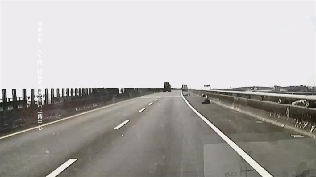 重機被撞慘摔水產行貨車被控超車擦撞