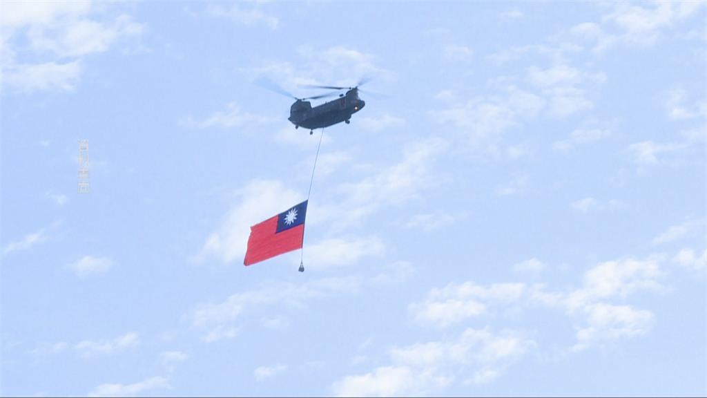 台北天空「轟轟響」解放軍來襲? 免驚啦...是國慶軍機府前預演!