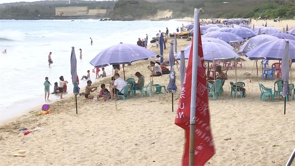 遊客衝墾丁!飯店住房率大增 沙灘業者卻被黃蜂攪局