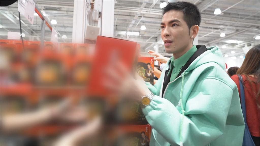 金曲歌王蕭敬騰現身推拌麵 賣場民眾直呼賺到了!