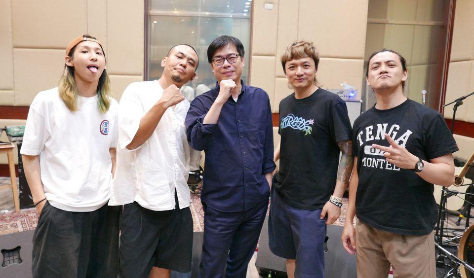 快新聞/滅火器獲最佳樂團獎 陳其邁暖喊「我愛你」:歡迎回家!