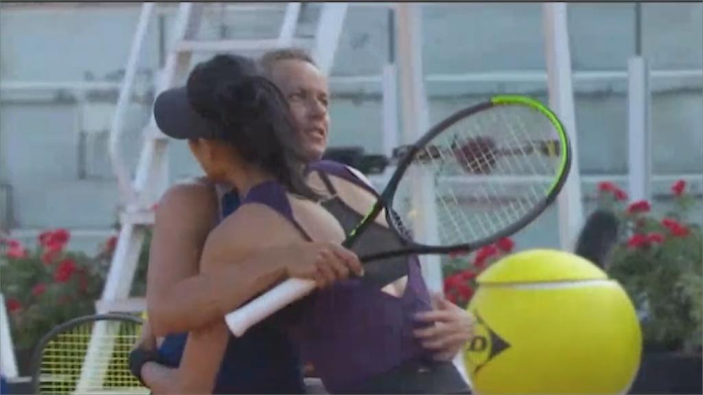 網球場上「台捷也友好」!謝淑薇、史翠可娃奪羅馬公開賽女雙冠軍
