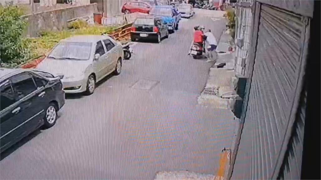 快來抓賊!光頭男當街行搶 缺錢買毒搶包 跑回家被活逮