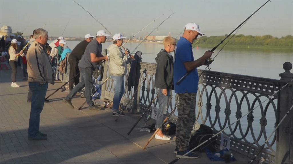 俄羅斯「魚鄉」釣魚比賽 比誰釣的魚最長