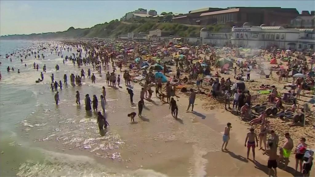 歐洲飆高溫熱到爆!英法各地湧消暑人潮恐成疫情破口