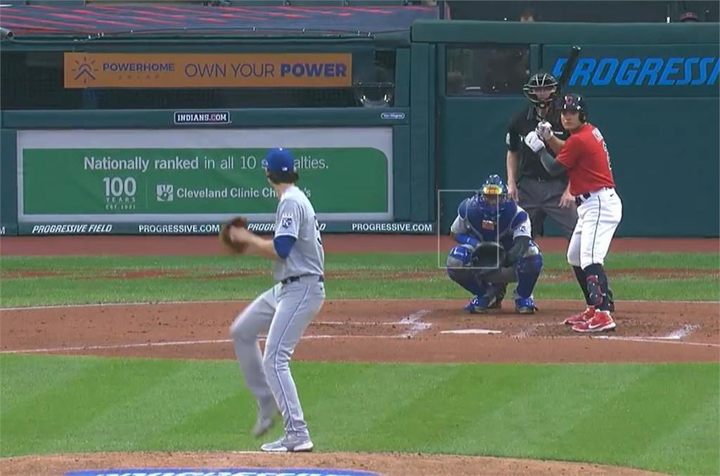 MLB/張育成滿壘敲出三壘安打 首度先發5棒立大功
