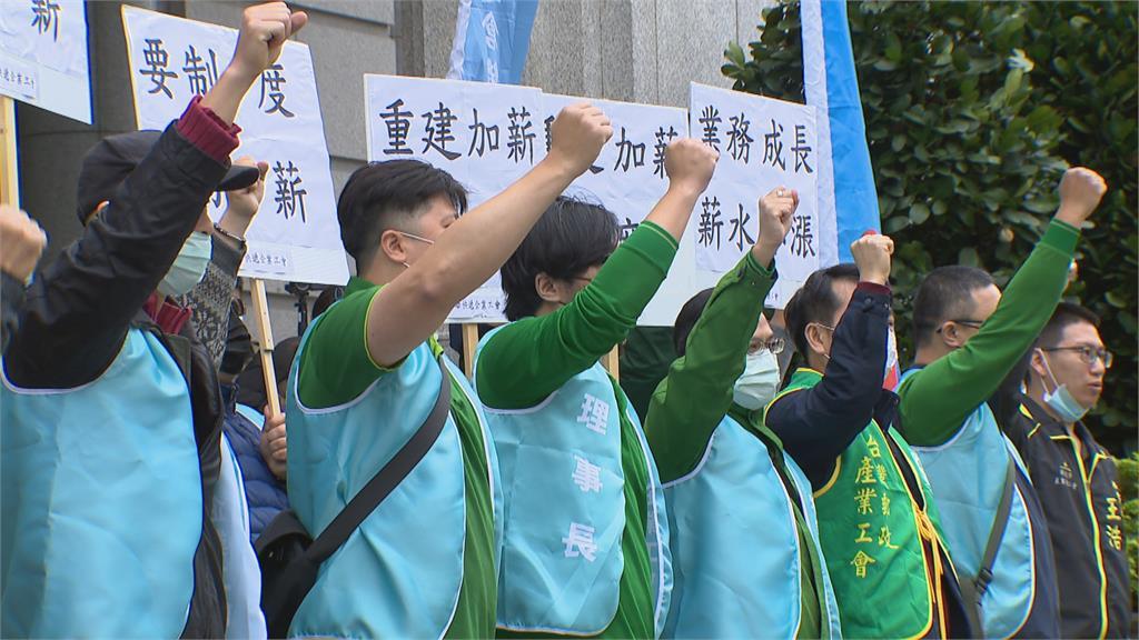 中華快遞爆勞資爭議 工會血書控月薪不到30K