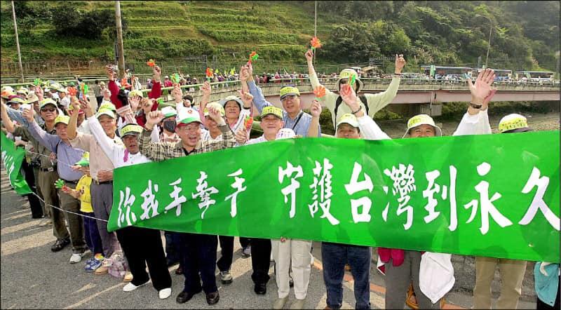 立陶宛捐疫苗 黃偉哲憶2004「牽手護台灣」:都走過民主漫漫長路