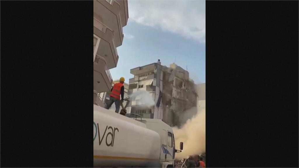 爆破拆屋出意外! 8層樓房撞隔壁5層樓