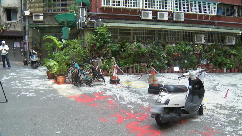 鄰長噴漆占地擺路障 移路障遭告毀損