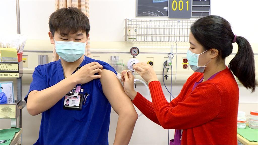 AZ疫苗/自費疫苗開放施打!報名接種流程、注意事項一次看