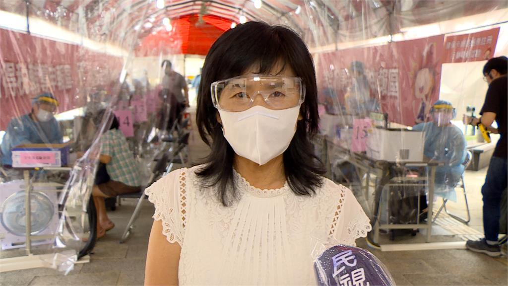 今重啟臨櫃報稅!台北國稅局將櫃台搬到戶外 穿防護衣全副武裝