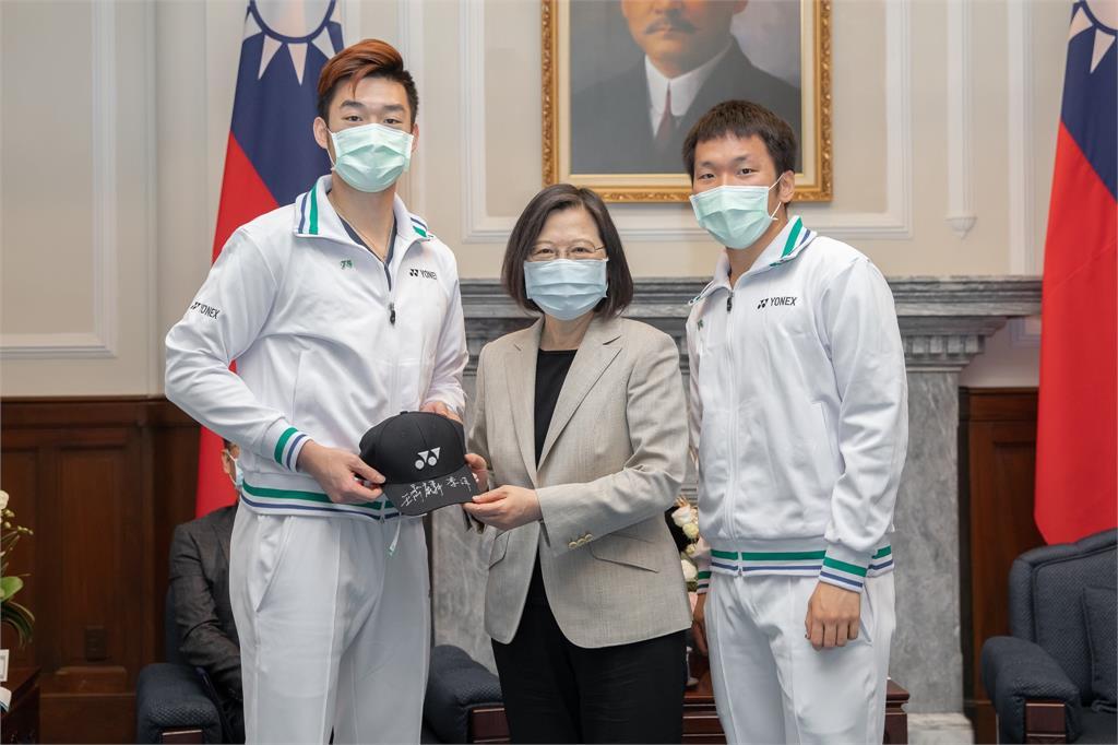 快新聞/總統府接見世界羽聯年終賽參賽選手 蔡英文:戴資穎辛苦了 台灣謝謝妳