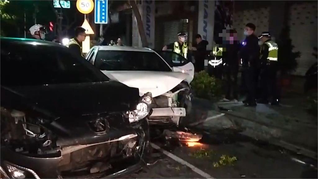 高雄爆警匪追逐 男子拒檢逆向撞車被逮