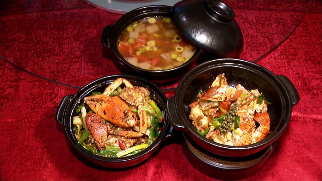經典橋底辣蟹也能做成煲仔 甲殼素香氣混合蔥蒜辛香 超美味!