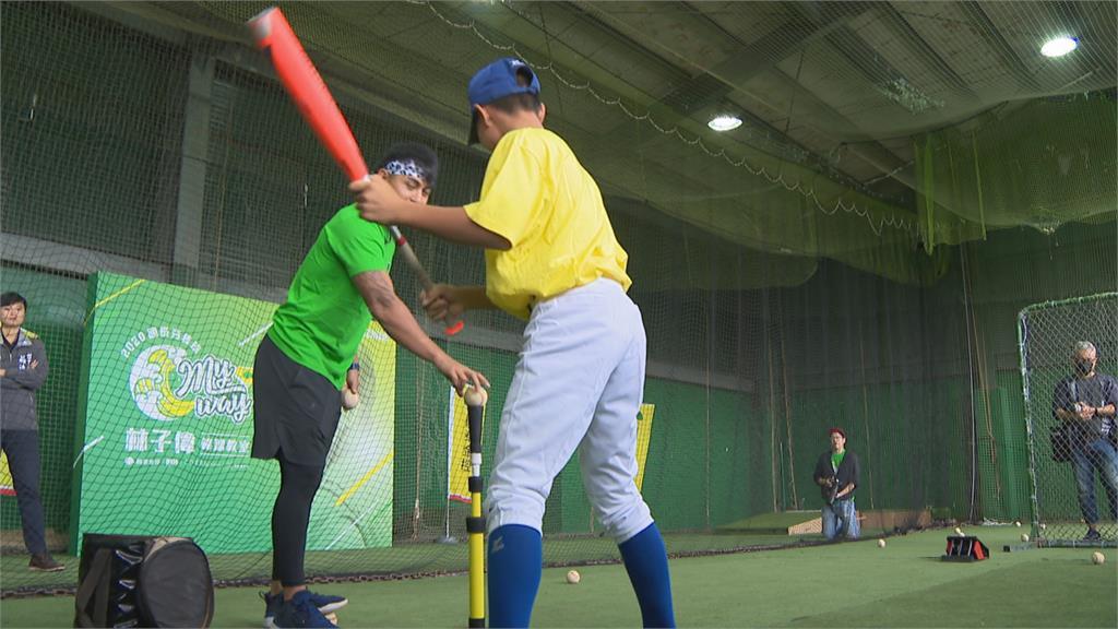 林子偉棒球營 旅美好友鄧愷威當投手教練