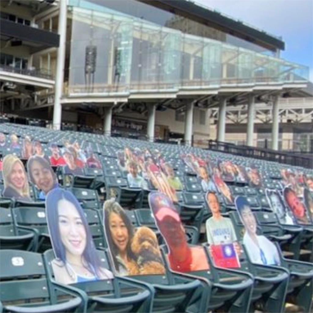 MLB/張育成紀念「天上的爸爸」 大聯盟主場作人形看板