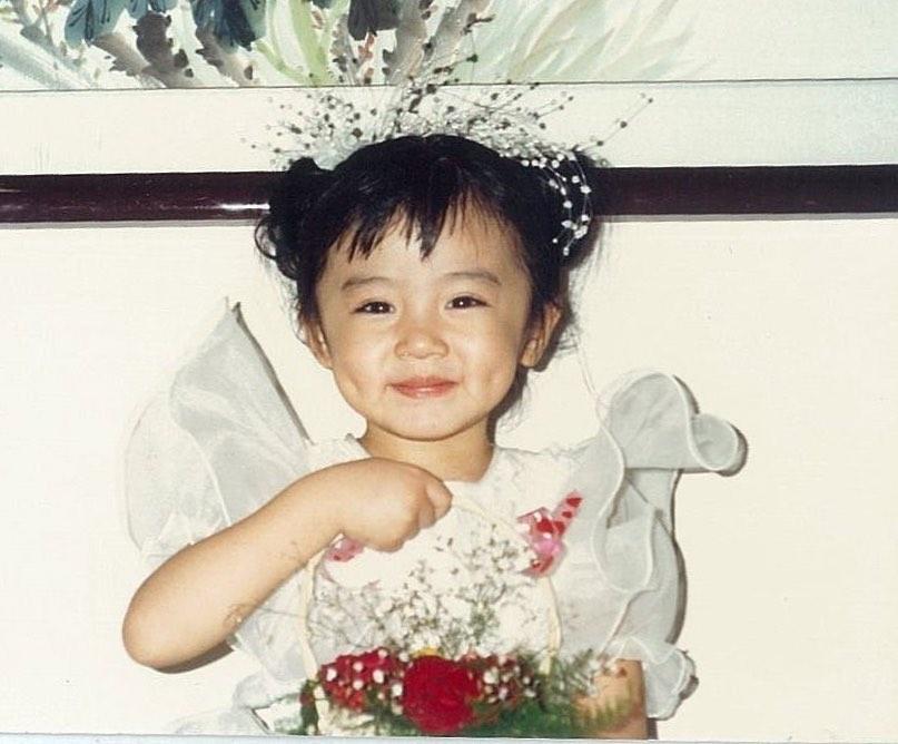 王瞳曝光「黃金歲月照」 超萌小花童被大讚「從小就是美人胚」