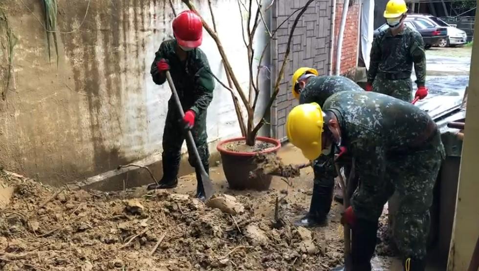 快新聞/豪雨襲捲台南!逾10戶民宅遭土石流沖擊 感謝國軍不畏艱苦前往救援