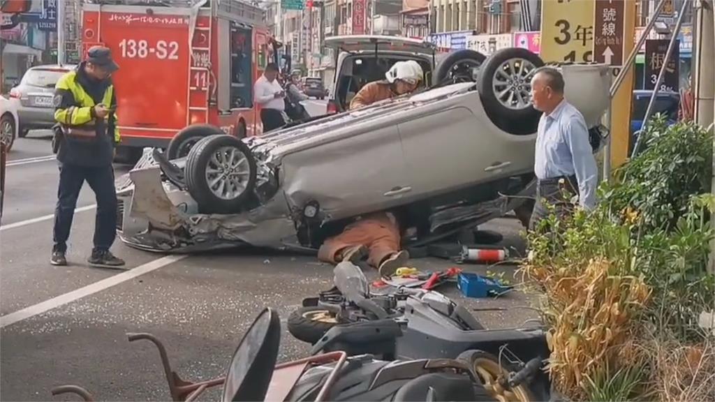 轎車失控暴衝波及5車  肇事翁躲死劫小貨車被撞「跳起舞來」 前進3公尺...