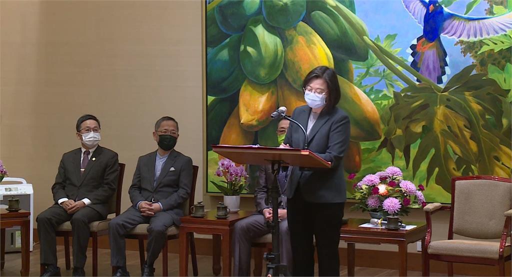 快新聞/鼓勵太陽光電 蔡英文:有助台灣打進蘋果等綠電供應鏈