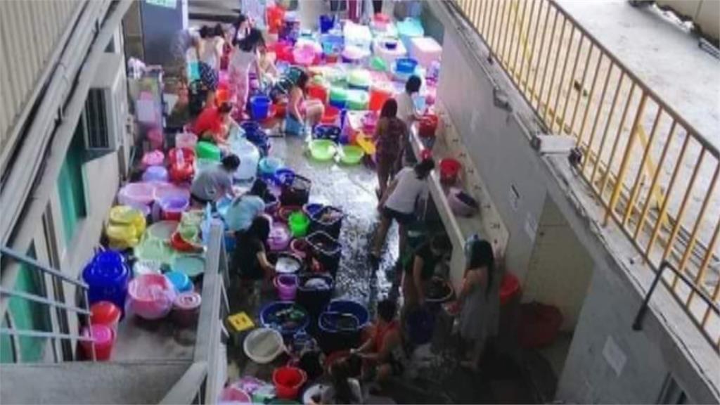 之前才爆用餐區「紙版」當防疫隔板 矽品員工再爆料移工群聚洗衣!