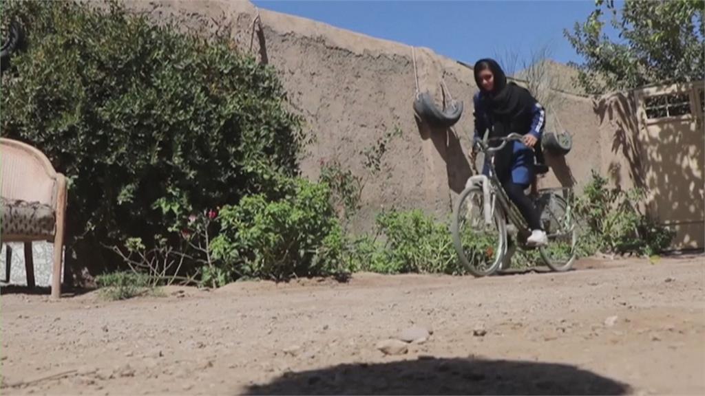 塔利班女權不彰 阿富汗女自行車手被迫棄夢想