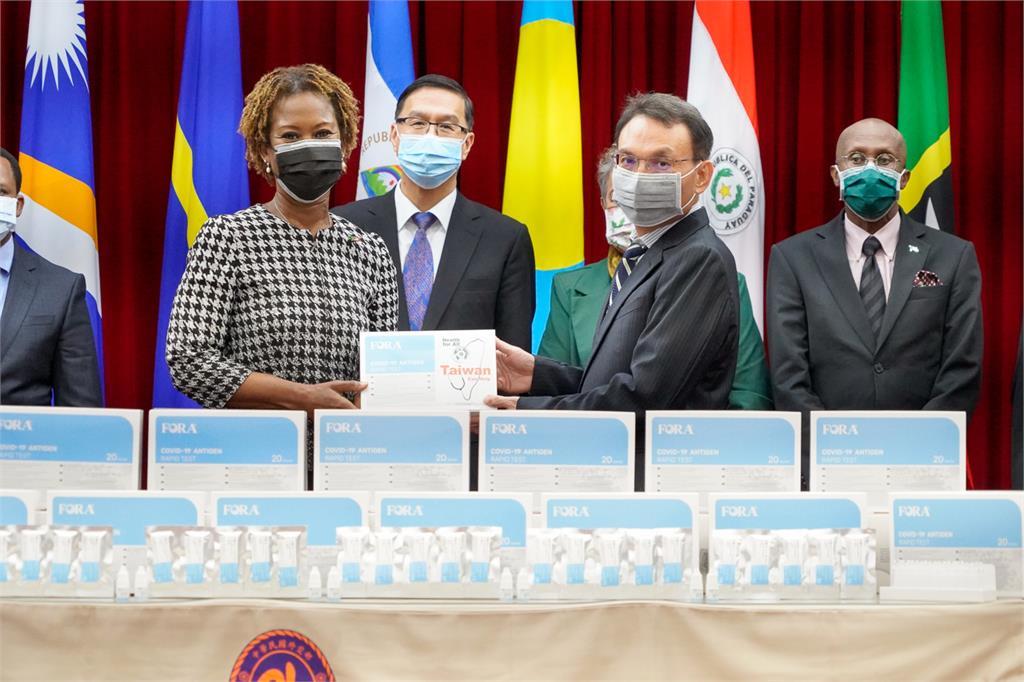 泰博科技公司捐贈30萬快篩試劑 協助友邦及友好國家抗疫