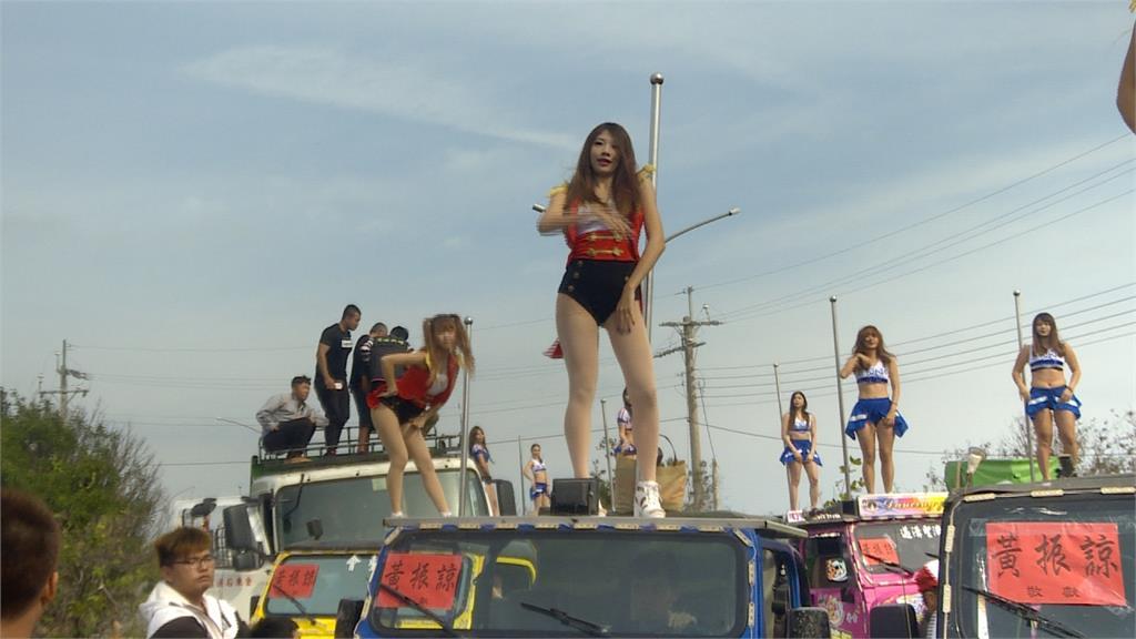 好熱鬧!嘉義東石慶元宵  36鋼管車沿街熱舞