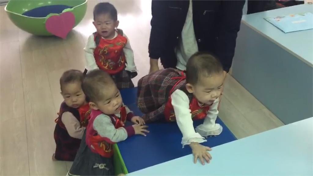 4胞胎姊妹同場抓周!興趣各有不同