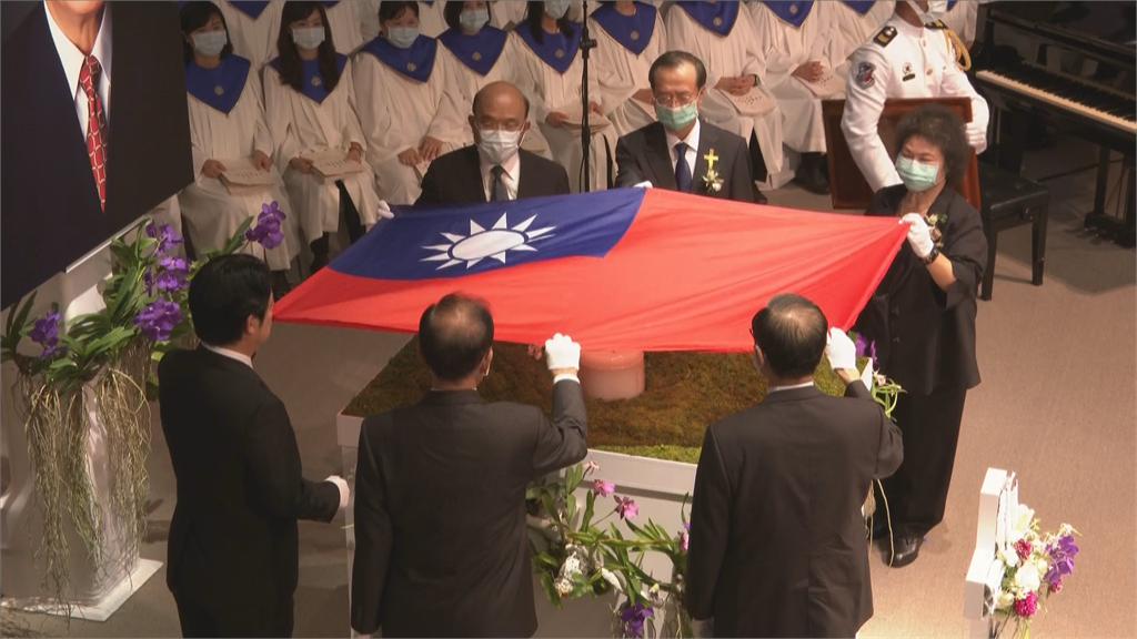 快新聞/賴清德率五院院長 為李登輝覆蓋國旗