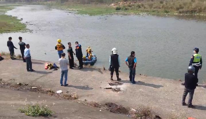 快新聞/釣客突墜貓羅溪失蹤 消防出動橡皮艇搶救尋獲時身亡