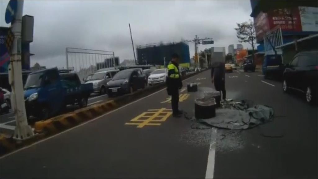 恐怖!貨車過彎螺絲釘拋飛撒滿地 車輛行經如踩地雷 不少車輛遭殃
