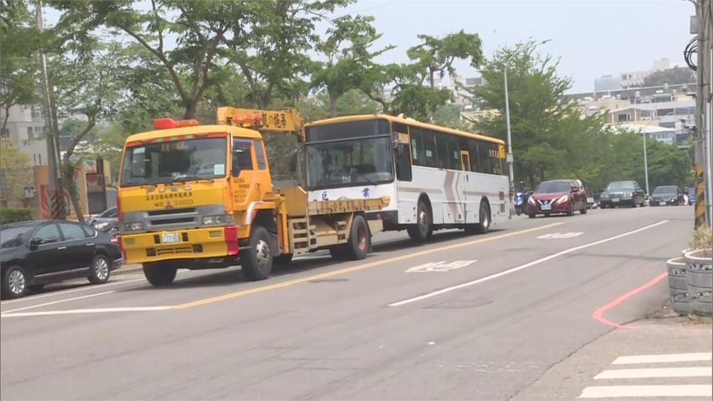 女高中生過馬路上課 遭闖燈公車衝撞不治!