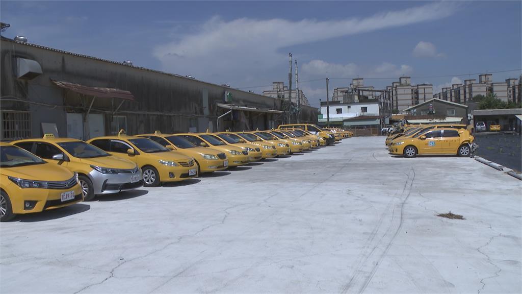 狂退一百多台車! 計程車行喊吃不消
