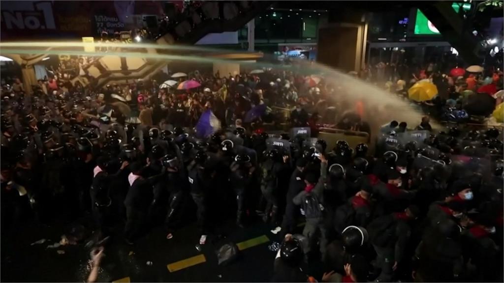 反政府示威無視禁令 主要車站人潮聚集