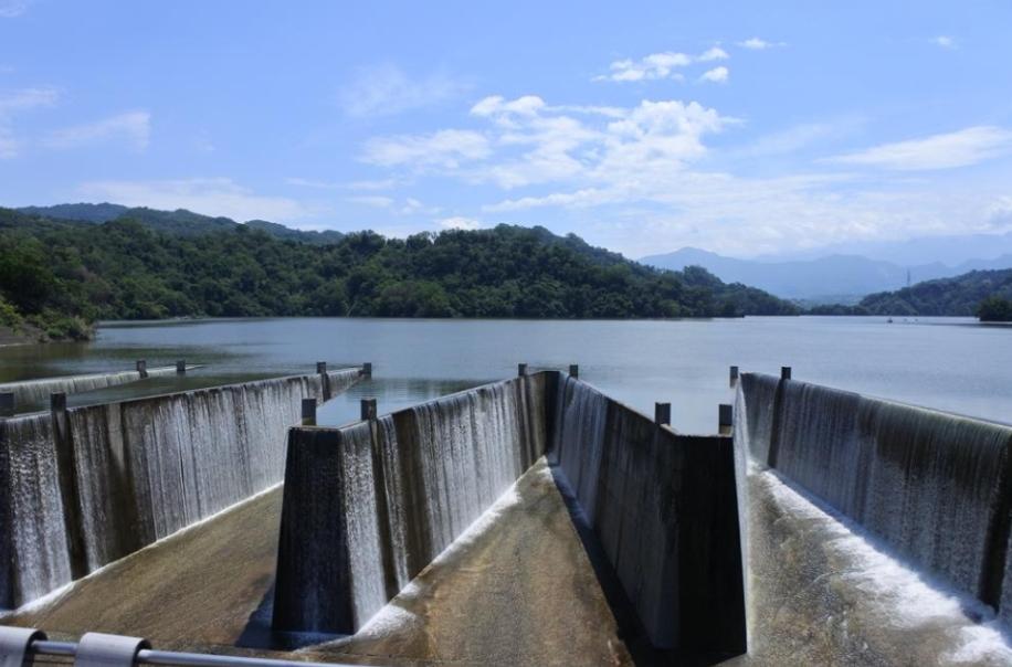 滿庫「自然溢流」達43天!鯉魚潭水庫累積流掉1億噸水量