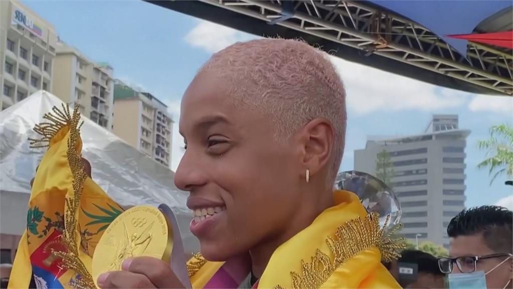 東奧創世界紀錄!委內瑞拉三級跳女王回國 民眾熱情接機