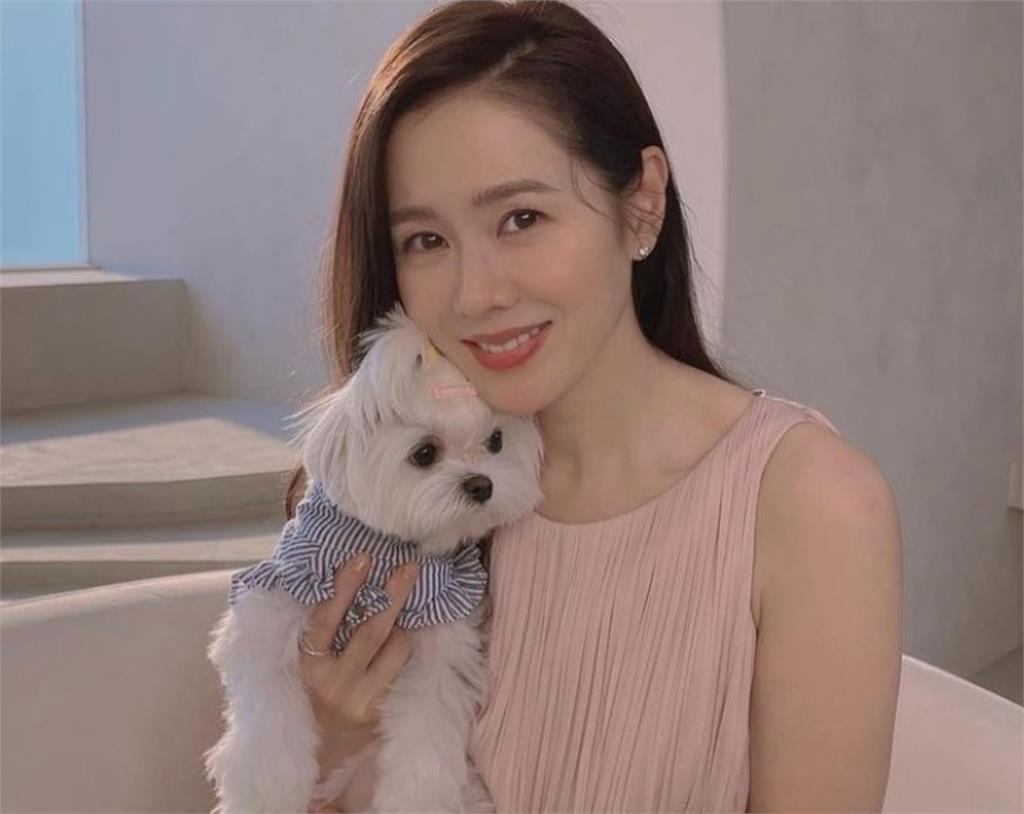 愛情滋潤的女人最水!孫藝珍「洋裝+西裝」變妝放電:玄彬受的了?